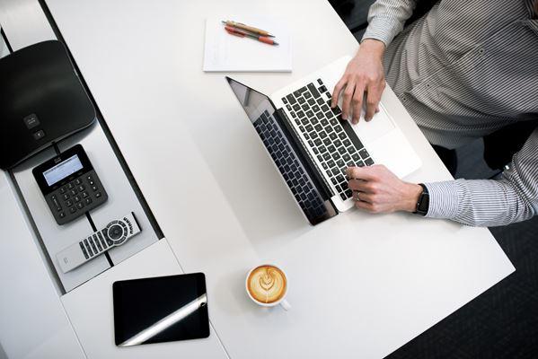 Empreendedor no computador